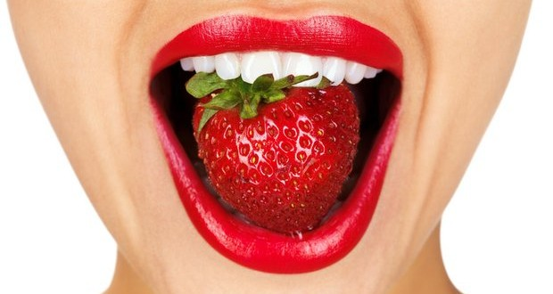 photodune-644913-closeup-of-a-young-girl-mouth-with-a-strawberry-s-620x330